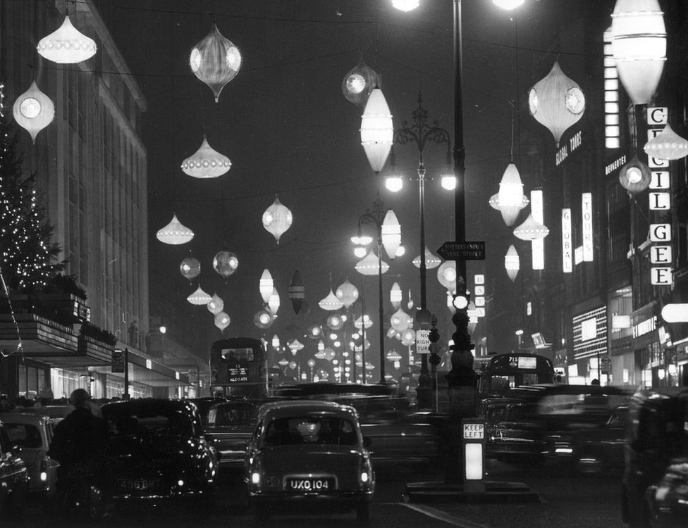 Christmas rush hour in Oxford Street in 1961