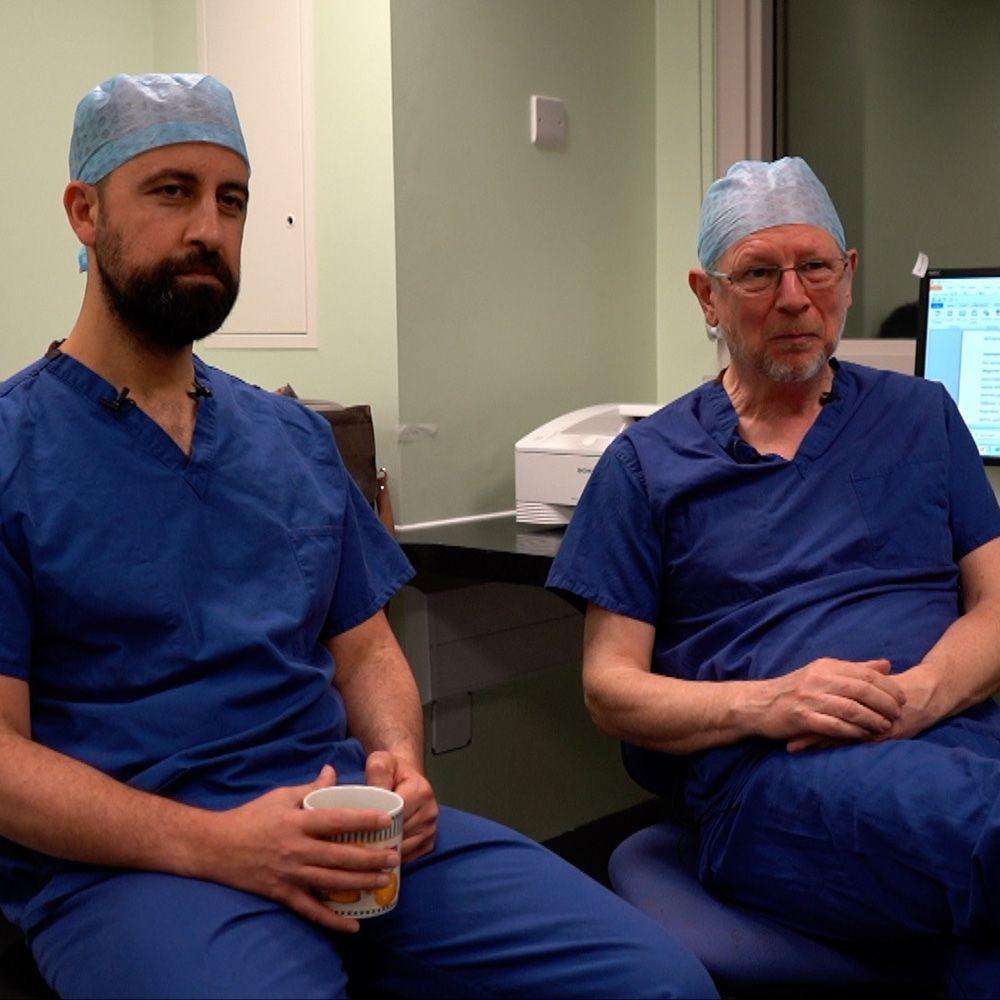 الجراح أويس جيلاني والبروفيسور ديفيد داناواي