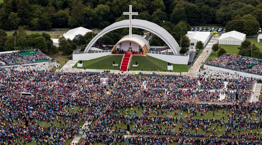 Pope addressing Phoenix Park, Dublin