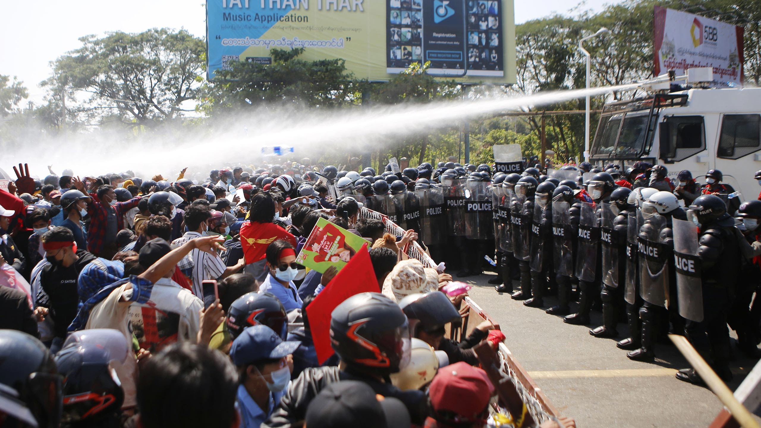 Water cannon used on Myanmar protesters