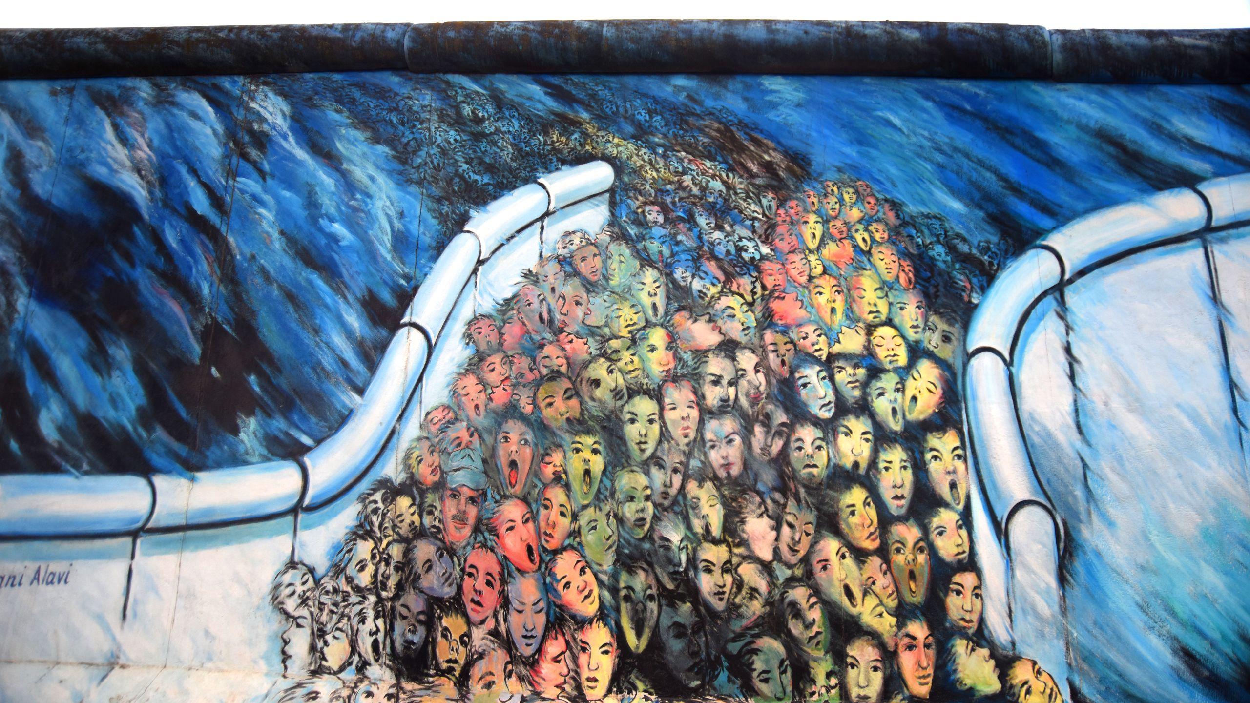 """""""Это случилось в ноябре"""", автор – Кани Алави, восточная сторона стены"""