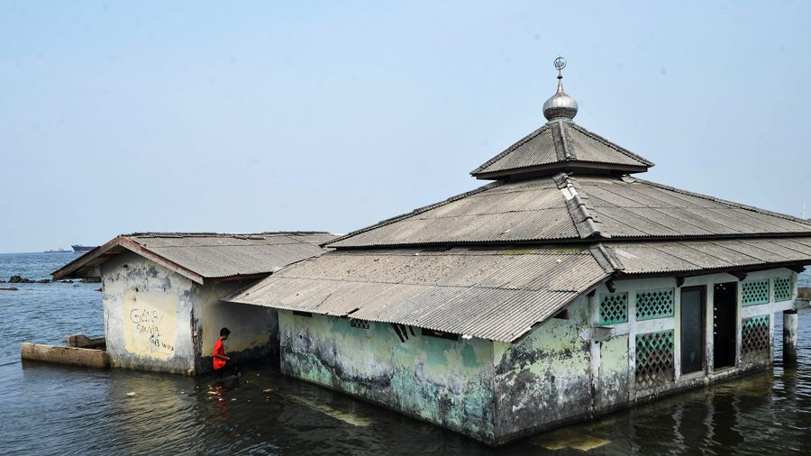 An abandoned mosque which has been surrounded by the encroaching sea in Maura Baru district, Jakarta, November 2015.