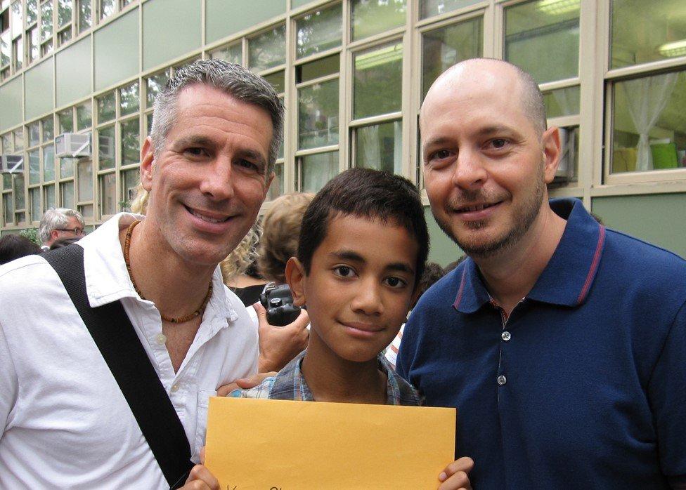 Danny, Kevin y Pete en la graduación de la escuela primaria de Kevin en 2011