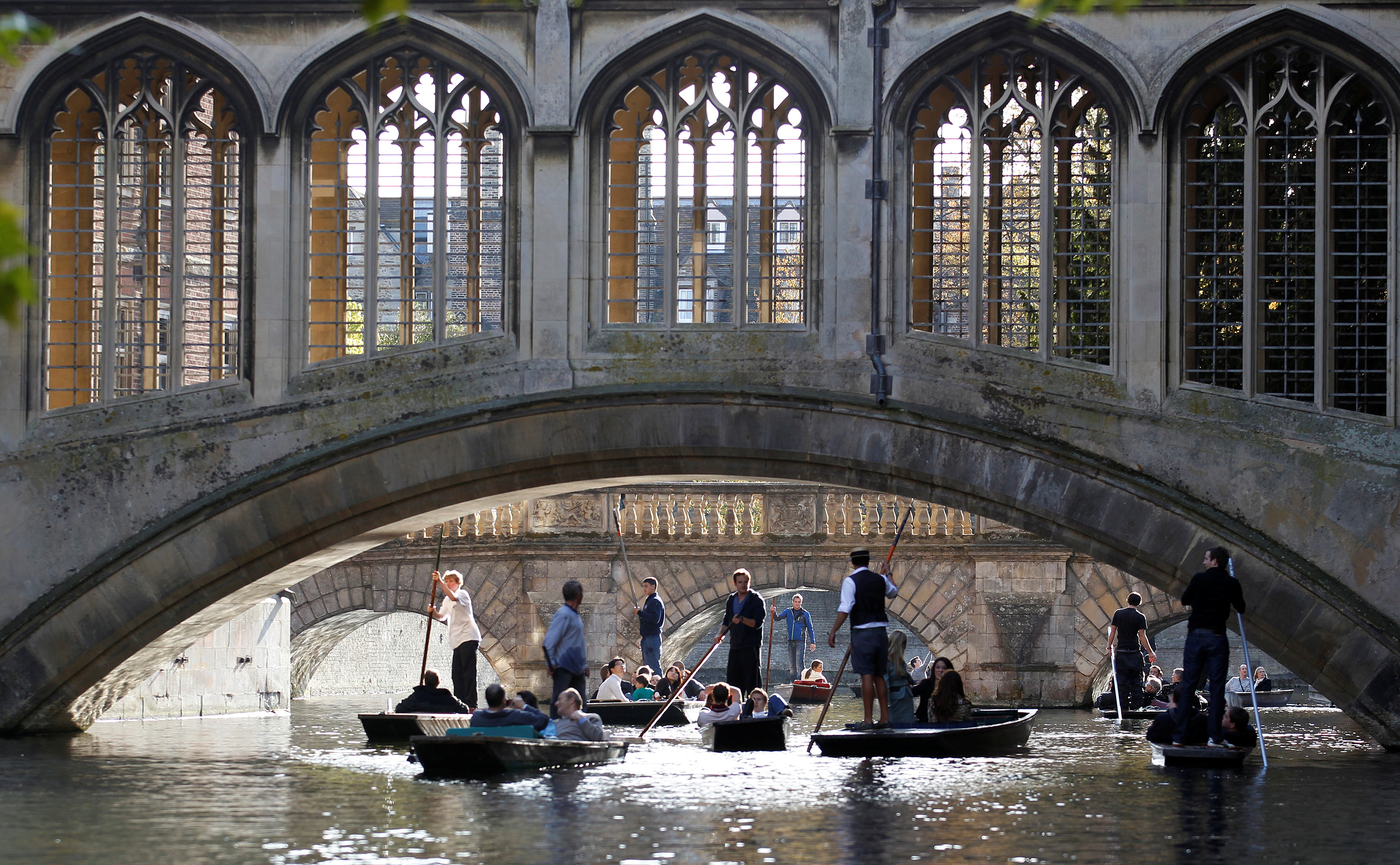 Cambridge University and punters on the River Cam