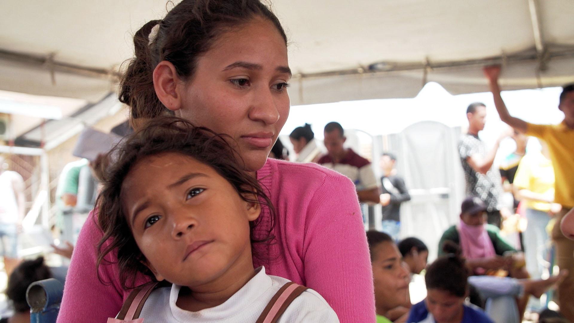 Annielis Ramírez with her daughter