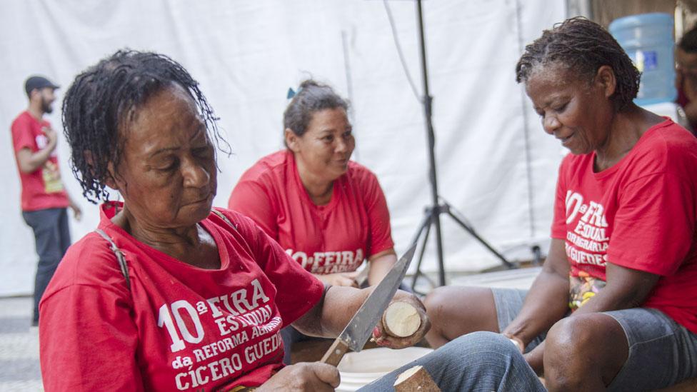 Mujeres del Movimiento Sin Tierra en Brasil