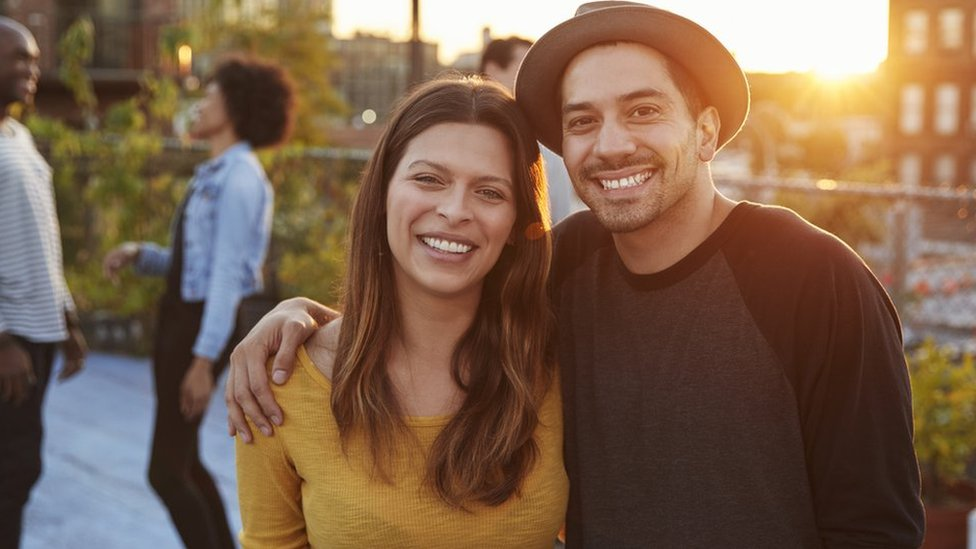 Dos jóvenes latinos en Estados Unidos