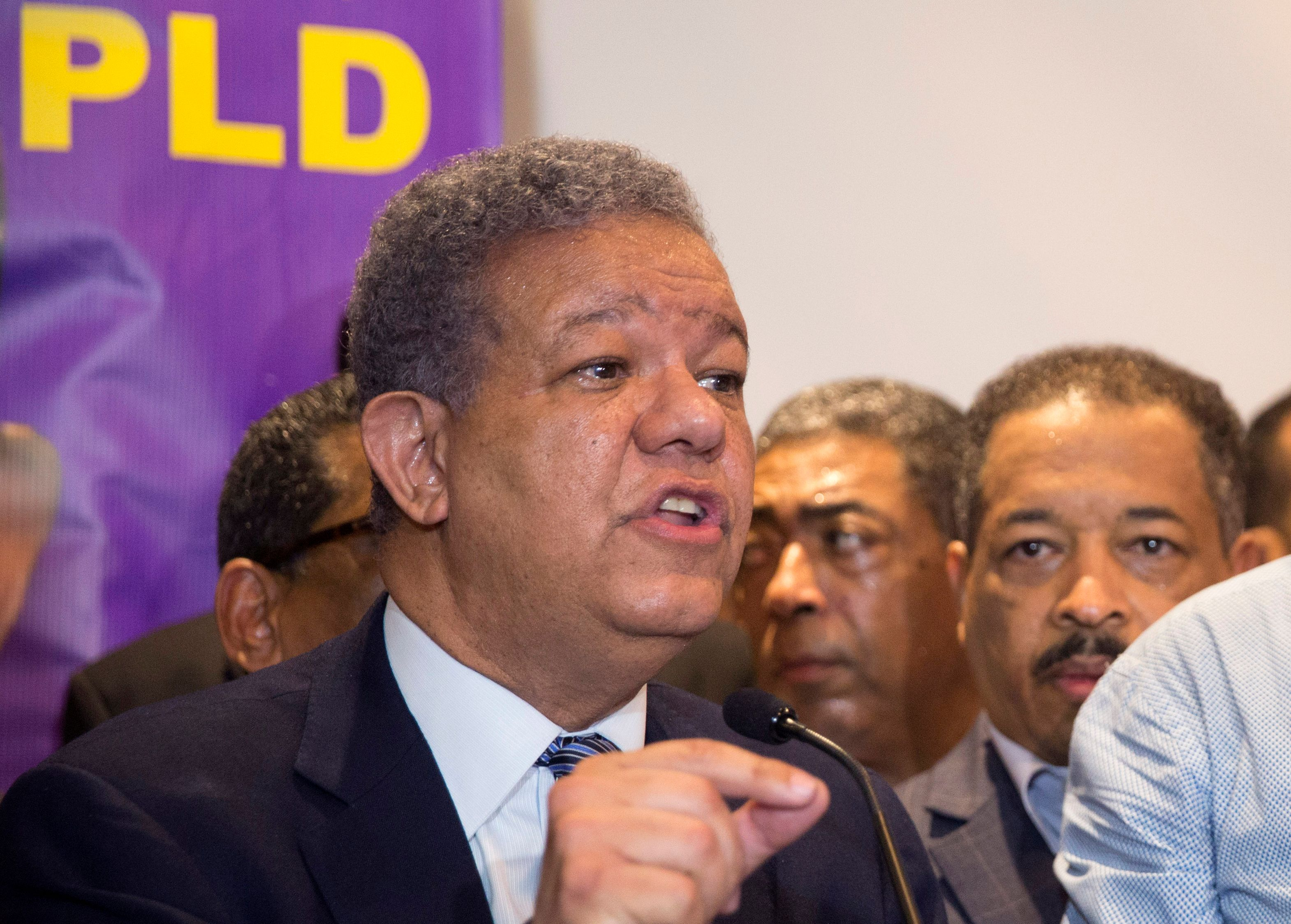 Leonel Fernandez speaking at a news conference