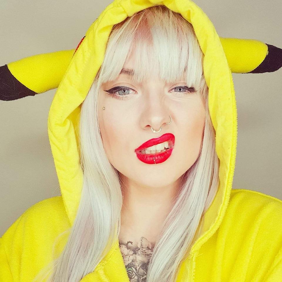 Charlotte Davies tattoo artist