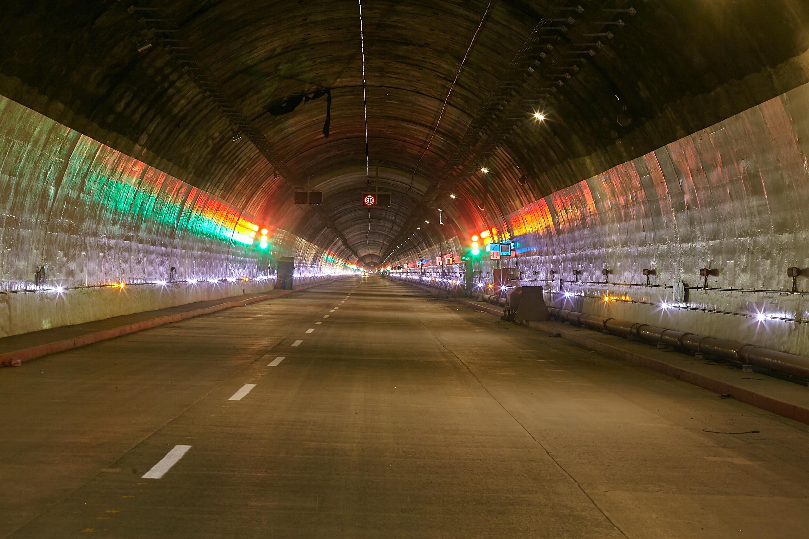 Entrada al túnel de la Línea