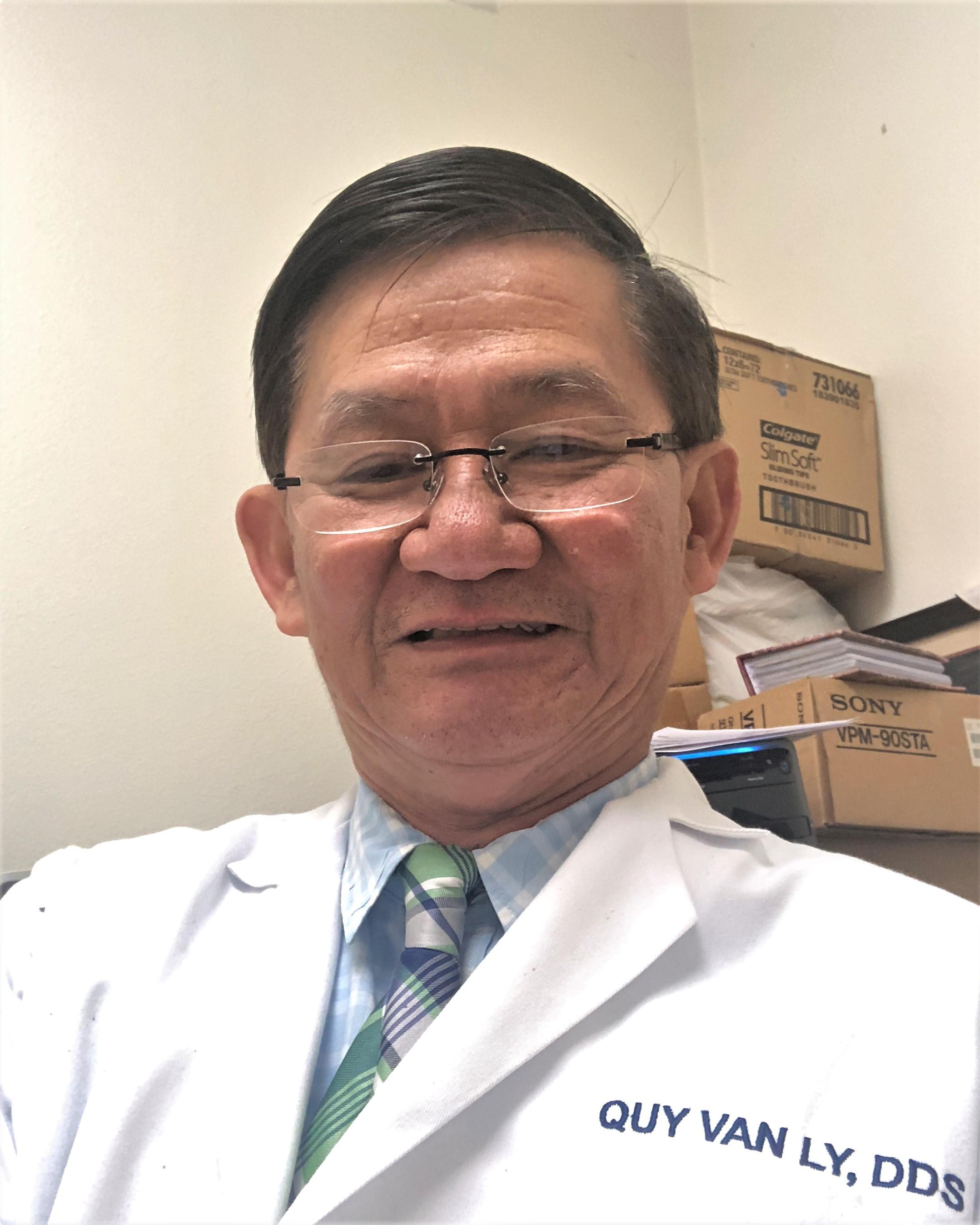 Nha sĩ Lý Văn Quý