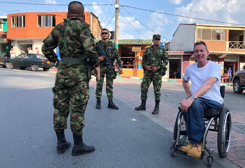 Frank Gardner with soldiers
