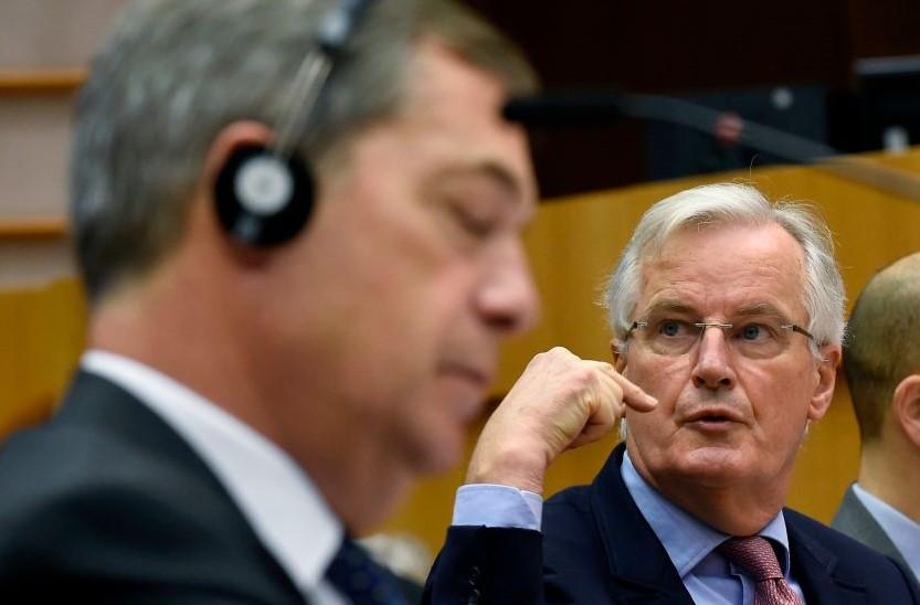 Nigel Farage (L) and Michel Barnier