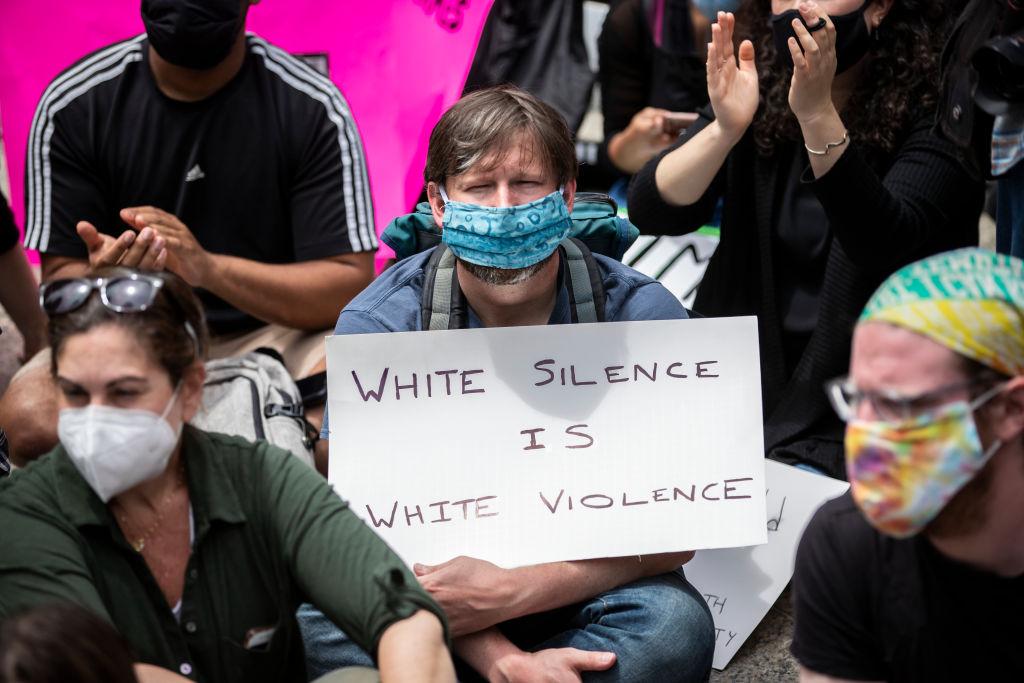 Gente blanca en marcha BLM.