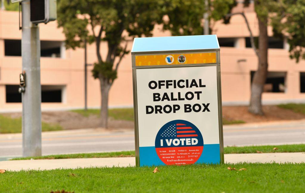 Una caja para depositar el voto
