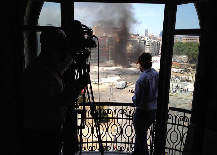 Mark Lowen reporting on the Gezi Park\/Taksim Square clashes
