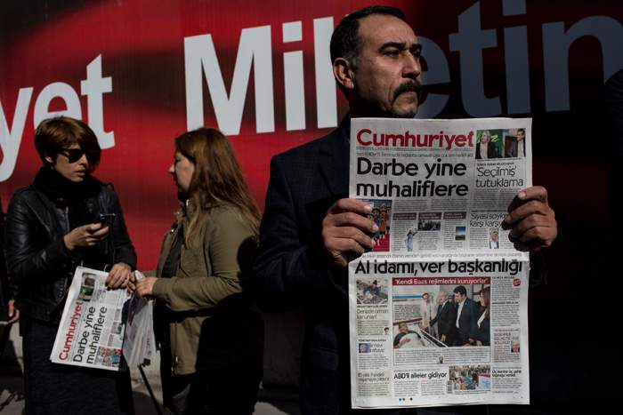 Protest outside Cumhuriyet's office after editors were arrestedOctober 2016