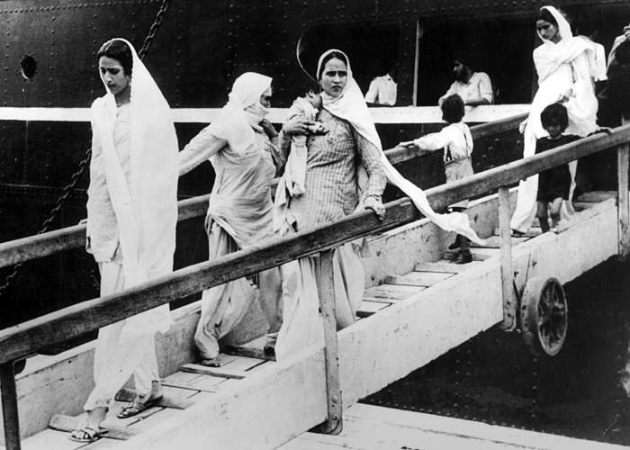 Hindu and Sikh women and children arrive at Bombay,having travelled by sea from Pakistan(Getty Images)