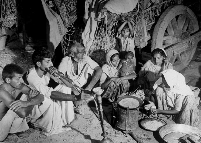 Resting on a journey to Pakistan  during partition(Getty Images)