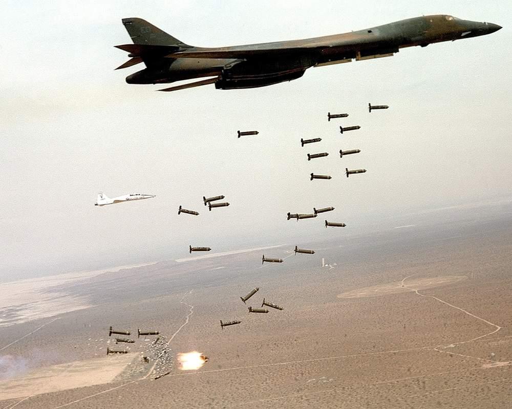 بمباران مواضع طالبان سال ۲۰۰۱ میلادی