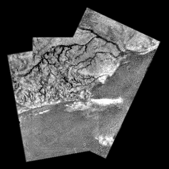 Mosaic image of a river channel and ridge on Titan(Esa)