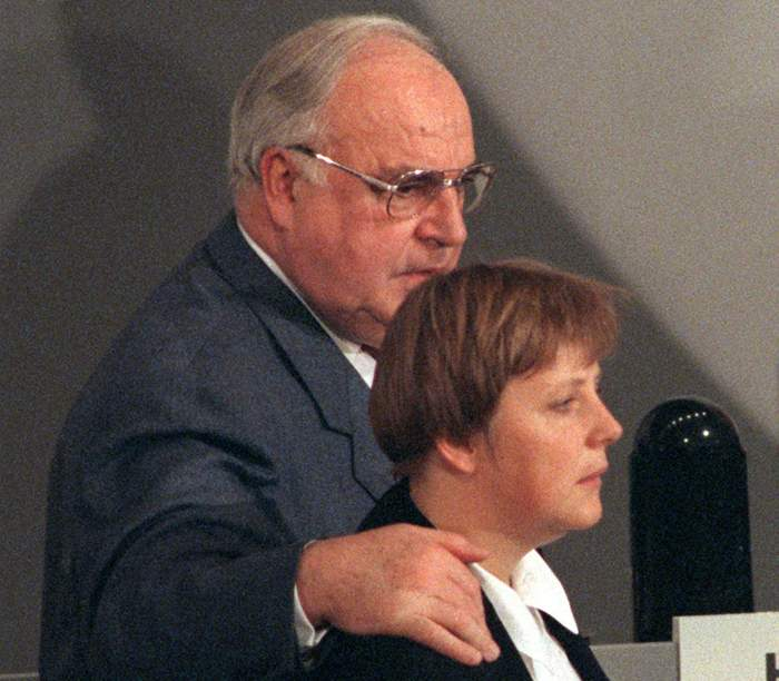 1994: Chancellor Helmut Kohl with Merkel