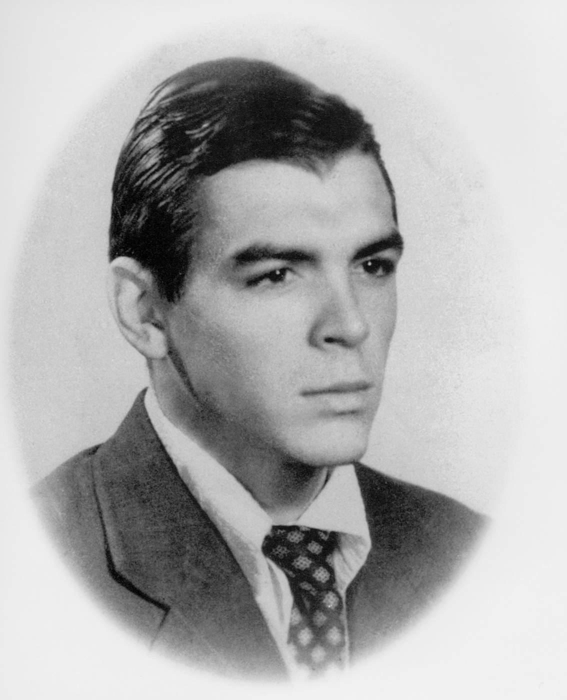 Ernesto Guevara poco antes de licenciarse en la facultad de medicina, a principios de los años 50.  (Apic\/Getty Images)