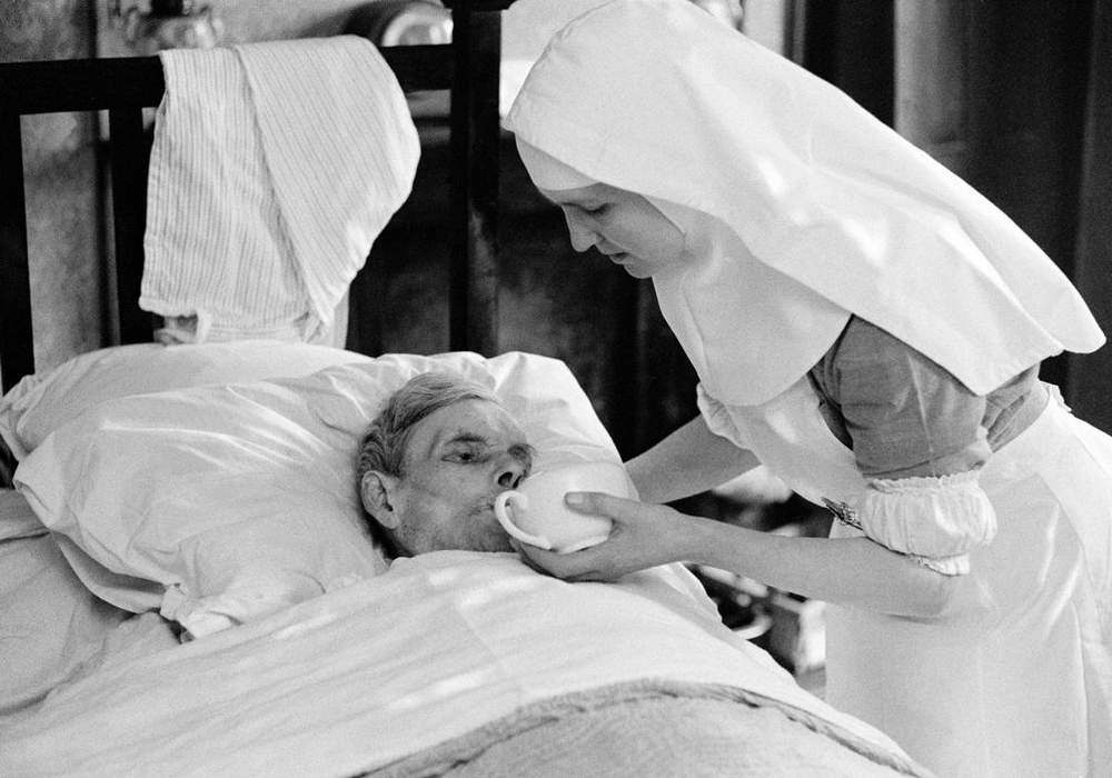 Nuns nursing the elderly unable to find hospital beds,Notting Hill,1963