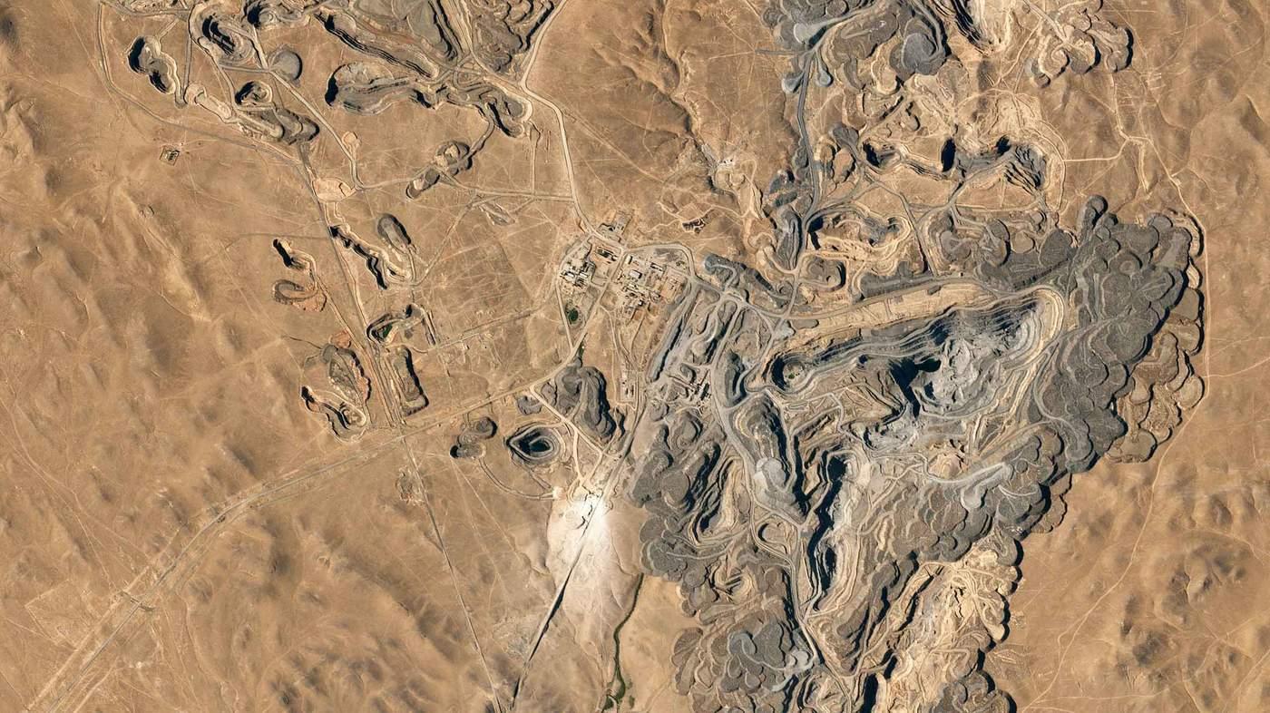 Добування золота у родовищі Кокпатас в Узбекистані