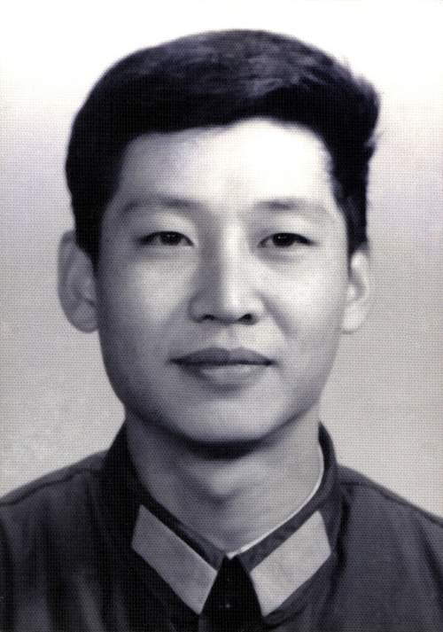 习近平1979年在军中服役的照片