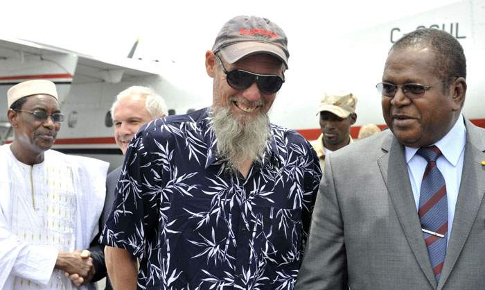 Sjaakwith a Malian minister after he was freed by French forces