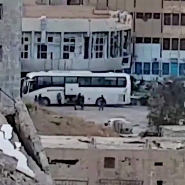 أسر مسلحي تنظيم الدولة الإسلامية تستعد لمغادرة الرقة
