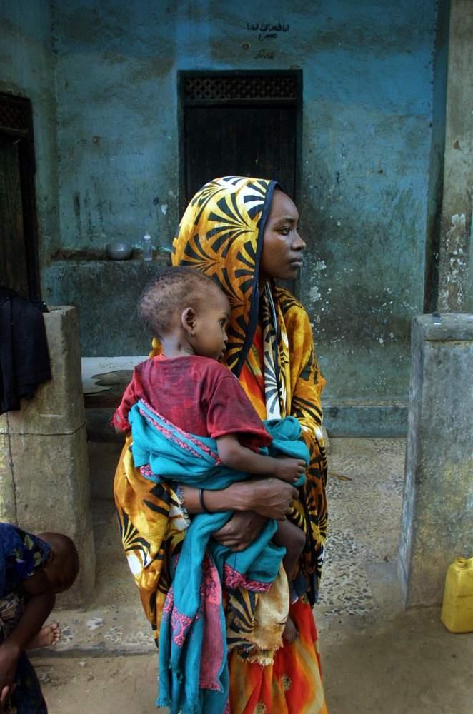 امرأة من الصومال، نازحة مع ابنها عام 2001 @GettyImages