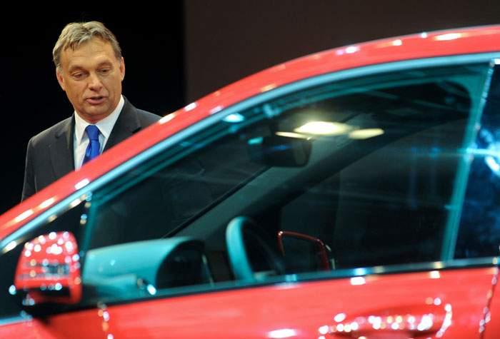 2012: Orban opens a Hungarian factory for the German car manufacturer Daimler