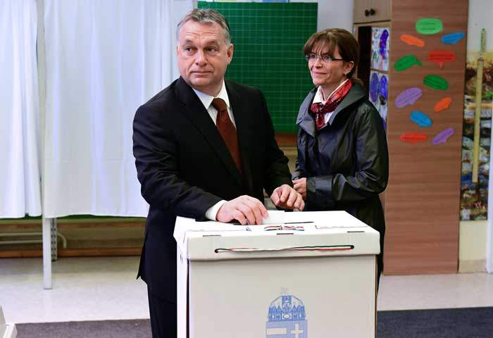 Orban with his wife Aniko Levai in 2016