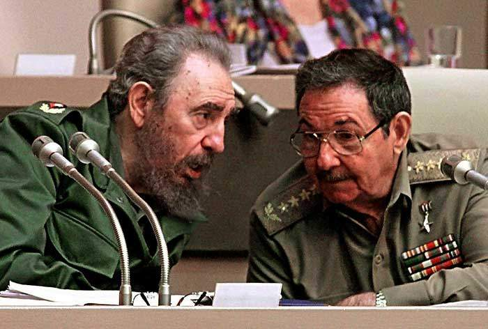 Fidel and Raúl in 1999