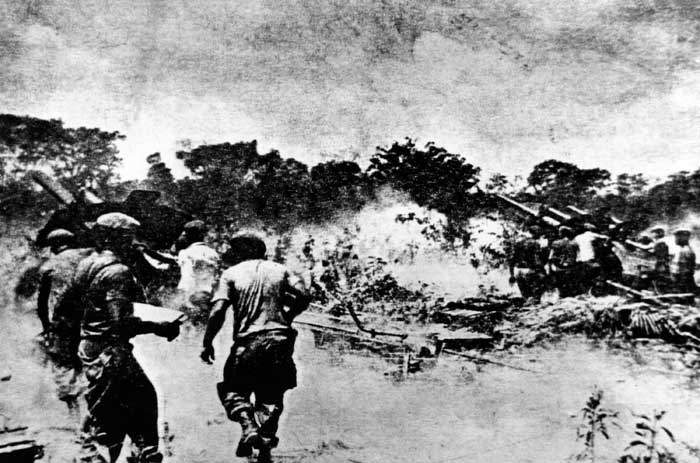 1961: Fighting during the unsuccessful US invasion at Bay of Pigs