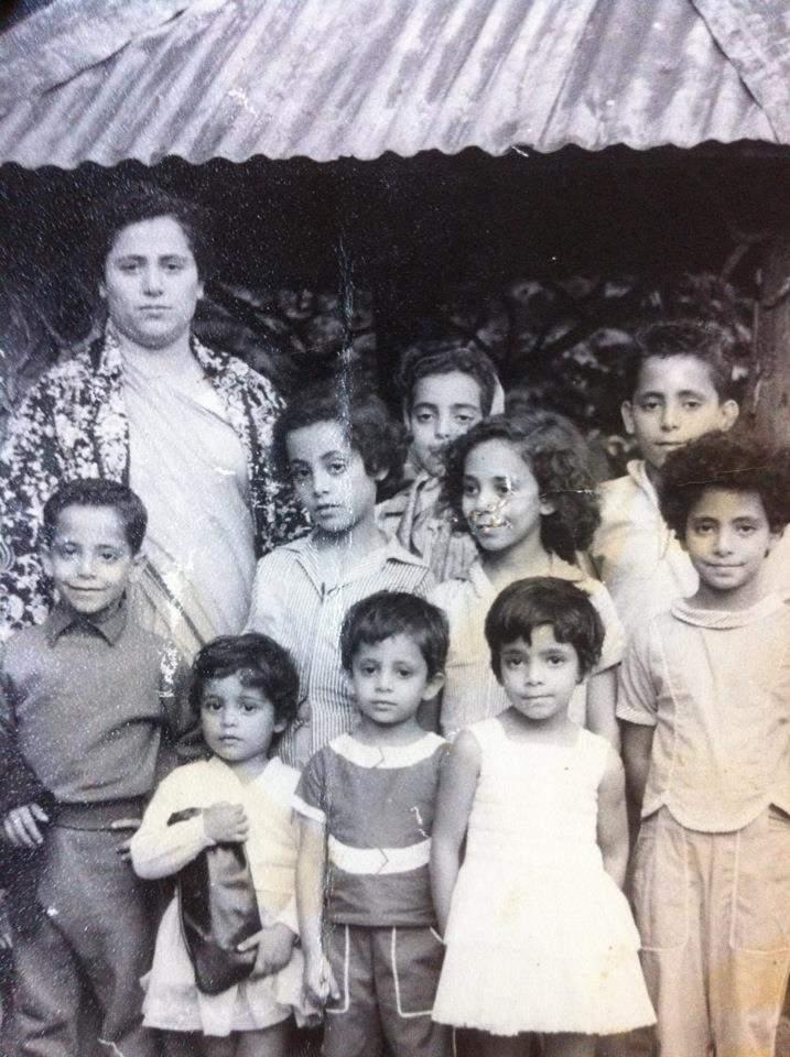 أم آفيشا وخالاتها وأخوالها وهم أطفال في سيريلانكا @Avisha De Saram