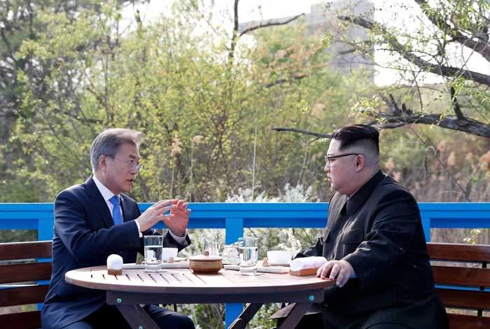الاجتماع الأول بين كيمجونغ أون والرئيس الكوري الجنوبي مون جاي إن