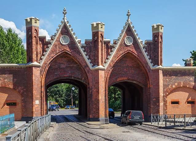 دروازههای برندنبرگ که در قرن ۱۹ ساخته شدهاند.