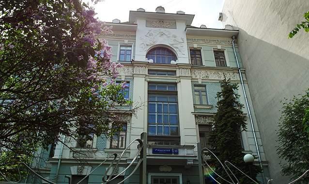 هتل آپارتمان واقع در کوچه اوبیدنسکی نزدیک به ایستگاه متروی کروپوتکینسکایا.