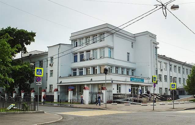 یک ساختمان کانستراکتیویستی کلاسیک نزدیک به متروی اسپورتیونایا که زمانی مرکز غذاخوری و تفریحی بوده و حالا به بیمارستان تبدیل شده.