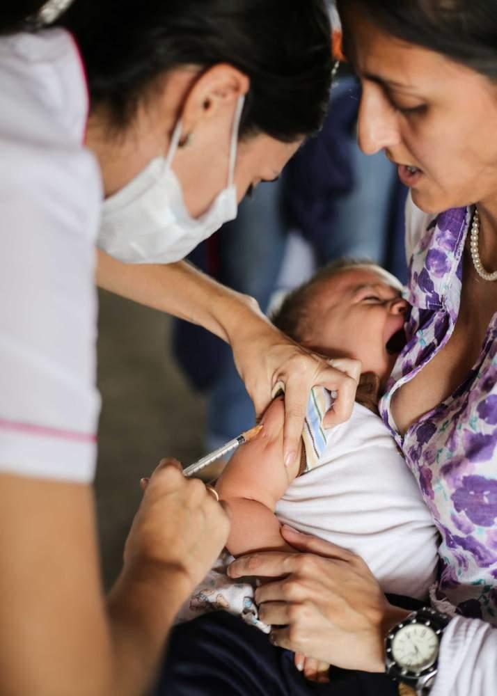 Santiago es vacunado.