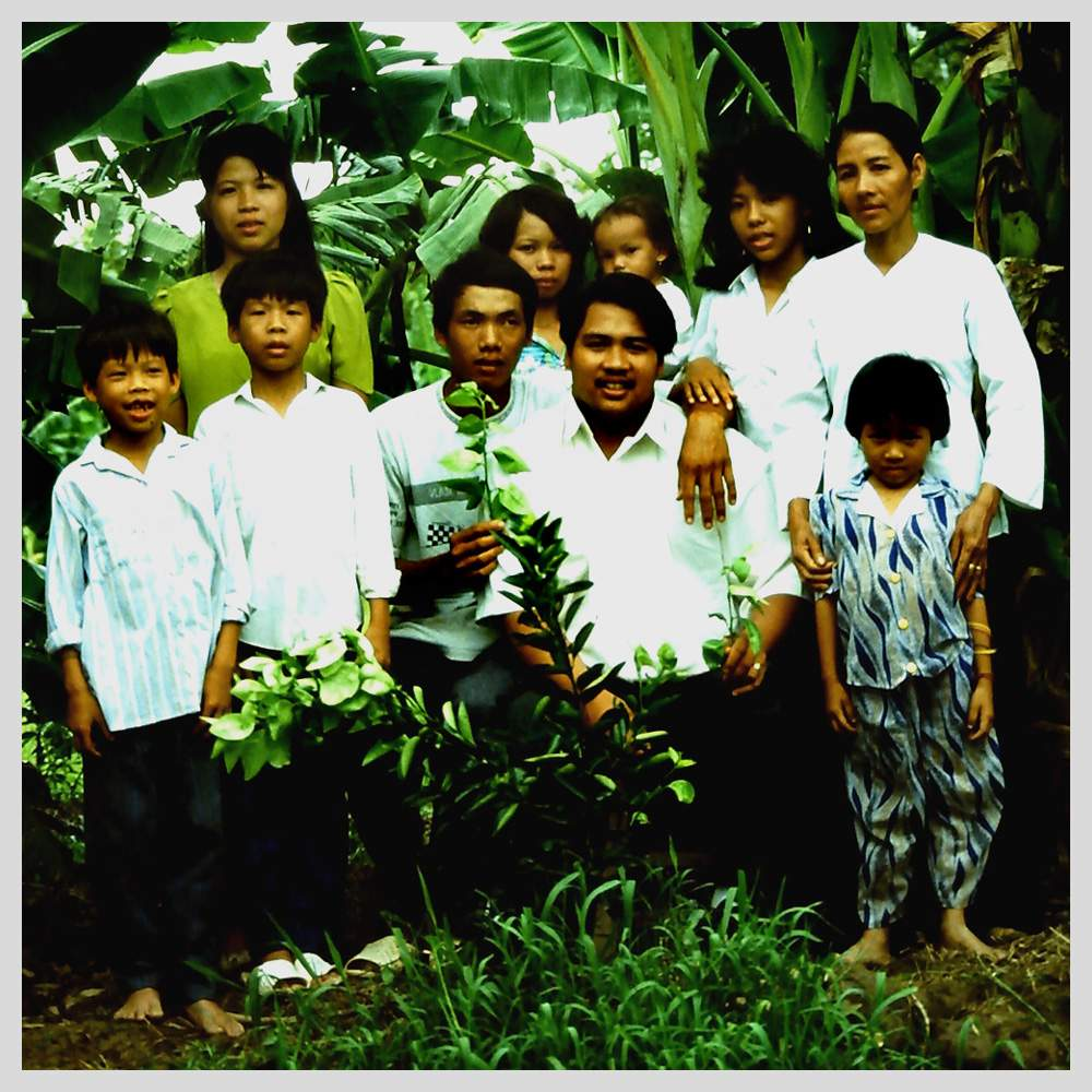 Tuy with some of his Vietnamese family, 1993