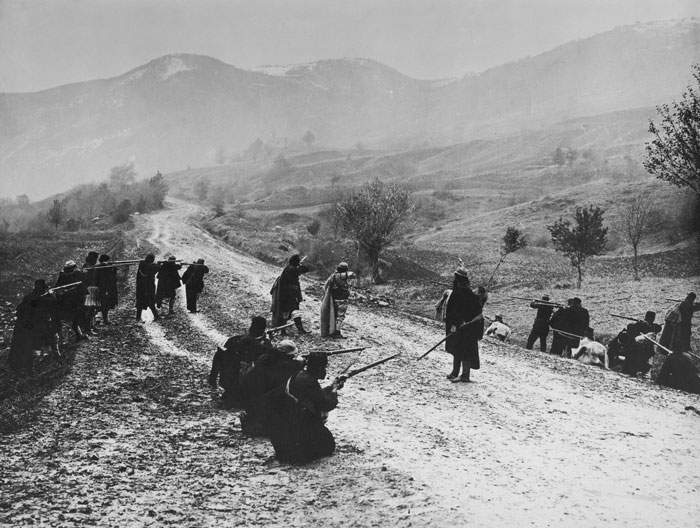 Macedonians on the road to Salonica during the Balkan war of 1913