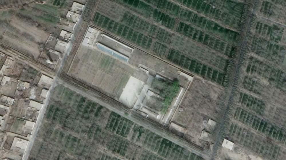 2018年的衛星圖像顯示阿布來提被拘留、位於和田的營地