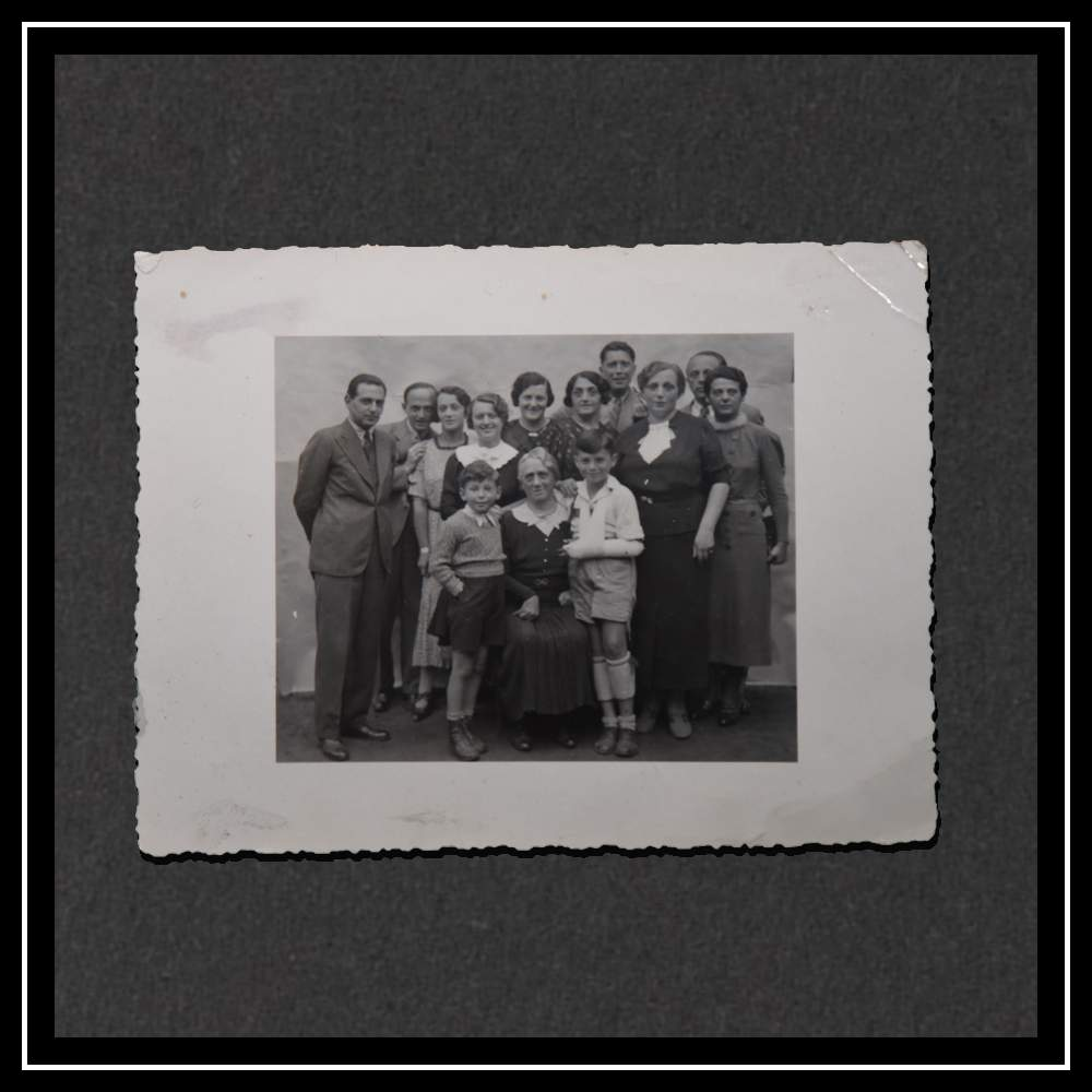 Hedwig with her five siblings and some of their spouses. Sister Helene Kompert (5th from the left) and Ella Müller (8th from the left) both died with their husbands in the Holocaust. In the front row is Hedwig's mother and Kurt with a sling.
