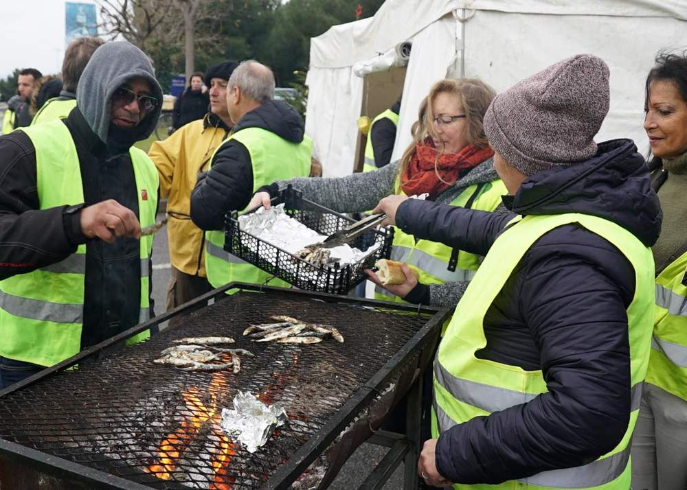 Protesters cook sardines at the tollbooth between La Ciotat and Aubagne