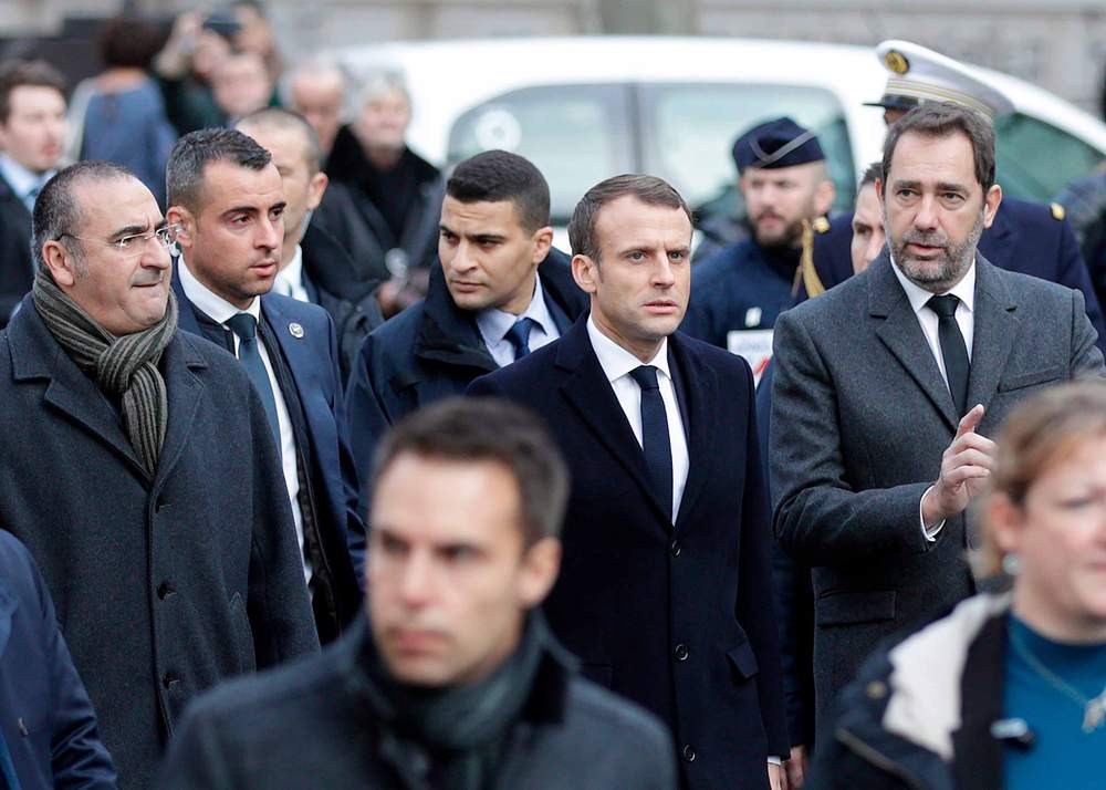 French President Emmanuel Macron (C) in Paris