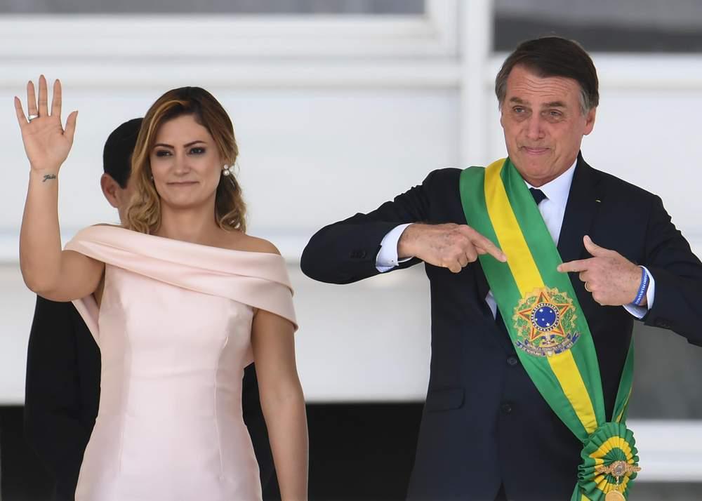 Bolsonaro receives the presidential sash